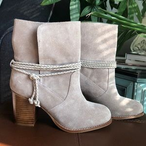LIKE NEW Splendid Larchmonte Boot in Taupe Suede
